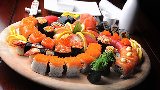 "Доставка суши, роллов и лапши от суши-бара ""Туна Татаки"" со скидкой 50"