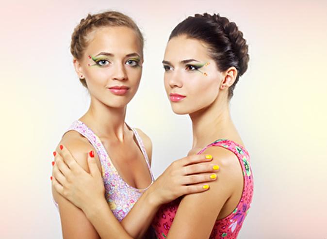 Фото с двумя девушками