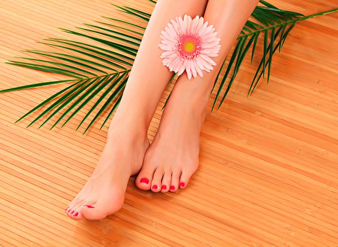 Педикюр на женских ножках