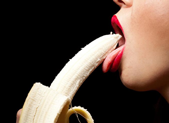 oralniy-seks-kogda-zhenshina-glotaet-spermu